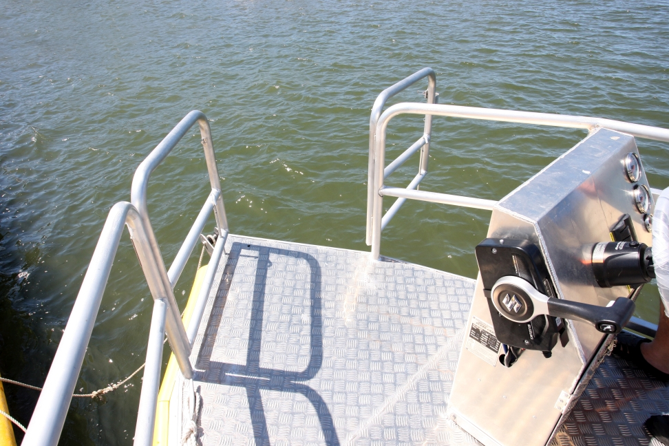 so that divers can renter the OCEAN CRAFT 8200 Sea Wolf  with the greatest of ease